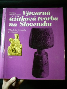 náhled knihy - Výtvarná úžitková tvorba na Slovensku : (od polovice 19. storočia po súčasnosť)