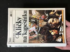 náhled knihy - Kličky na kapesníku: román - interview