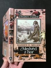 náhled knihy - Medvěd z hor : Dobrodružství Sida a Scottyho při výpravě za medvědem s bílým proužkem na krku