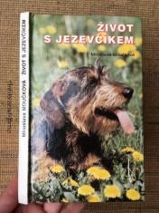 náhled knihy - Život s jezevčíkem