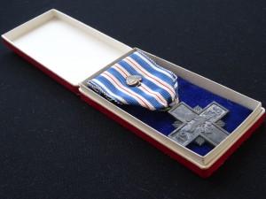náhled knihy - Pamětní odznak SNG - Kříž za věrné služby 1938