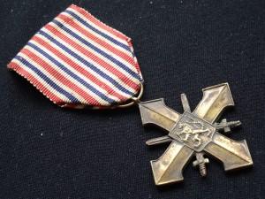 náhled knihy - Československý válečný kříž z roku 1939