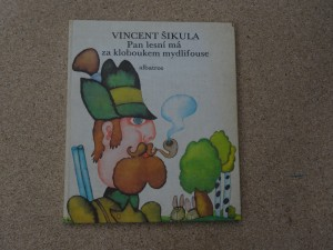 náhled knihy - Pan lesní má za kloboukem mydlofouse
