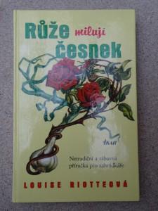 náhled knihy - Růže milují česnek : netradiční a zábavná příručka pro zahrádkáře
