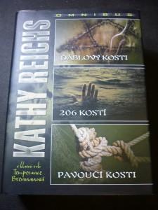 náhled knihy - omnibus Osudová cesta ; Vážná tajemství ; Divoké kosti