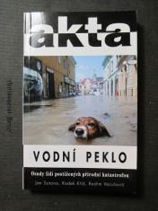 náhled knihy - Vodní peklo : osudy lidí postižených přírodní katastrofou