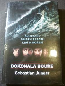 náhled knihy - Dokonalá bouře : skutečný příběh zápasu lidí s mořem