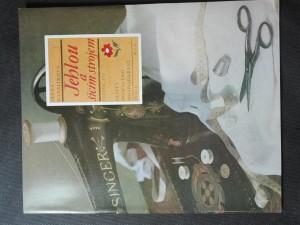 náhled knihy - Sešity domácího hospodaření - Jehlou a šicím strojem (svazek 129)