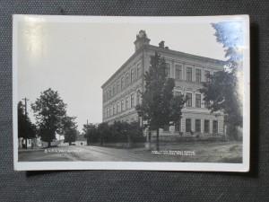 náhled knihy - Borová: Škola - fotografie