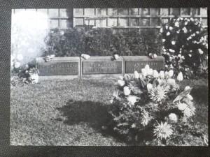 náhled knihy - Hrob prvního presidenta Československé republiky T.G. Masaryka, jeho manželky Ch. G. Masarykové a jejich syna Jana Masaryka na hřbitově v Lánech