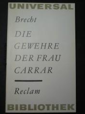 náhled knihy - Die Gewehre der Frau Carrar. Reclam.  Universal