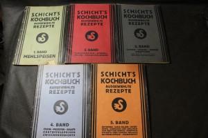 náhled knihy - Schicht's Kochbuch : ausgewählte Rezept, 1. Band - Mehlspeisen, 2. Band - Fleischspeisen-schnell-küche-küchenkalender, 3. Band - Suppen, Soszen, Gemüse Eierspeisen, 4. Band - Fische, Pasteten, Salate, Kartoffelspeisen, Zwischengerichte, 5. Band - Getränke, Susse sulzen, Gefrorenes, Einsieden und Einlegen von Obst und Gemuse, Kompotte, Pikante und Sauere Fruchte, Nationalspeisen, Krankenkost