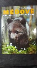 náhled knihy - Méďové: půl roku s medvědími kluky