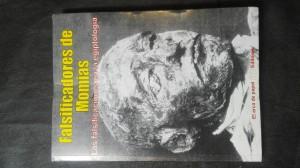 náhled knihy - Falsificadores de Momias: Las falsificaciones en la egiptología