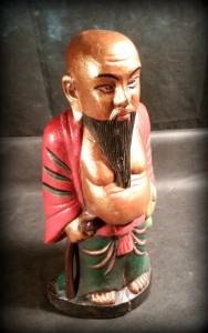 náhled knihy - dřevěná vyřezávaná soška orient Čína