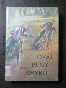 náhled knihy - Ovál plný smyků : [kniha o mistru sportu Janu Holubovi]