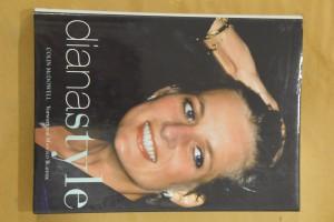 náhled knihy - Diana Style mit einem Vorwort von Manolo Blahnik