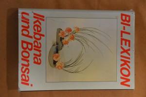 náhled knihy - Ikebana und Bonsai