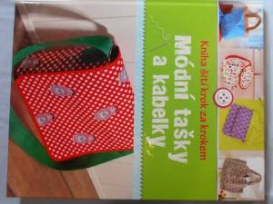 náhled knihy - Kniha šití krok za krokem: Módní tašky a kabelky