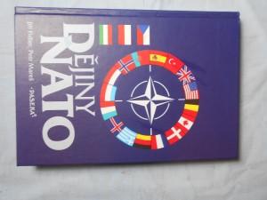 náhled knihy - Dějiny NATO