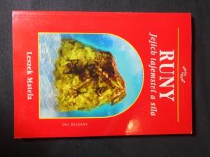 náhled knihy - Runy : jejich tajemství a síla : runové znaky pro zdraví, pro meditace a pro věštění : runy a modry v léčebném postavení rukou : silová pole a runy