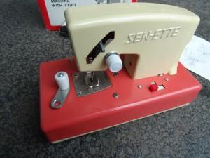 náhled knihy - mini šicí stroj