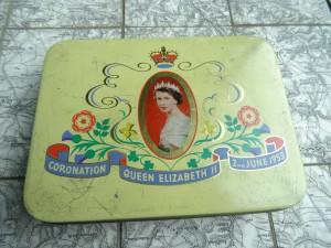 náhled knihy - plechová krabička k výročí narození královny elysabeth, Velká Británie