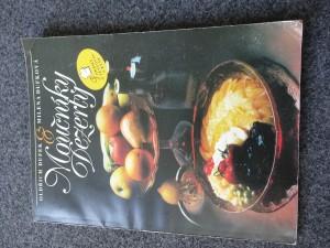 náhled knihy - Moučníky, dezerty, pokrmy z těstovin a rýže