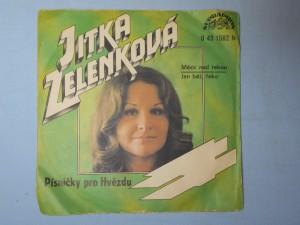 náhled knihy - Jitka Zelenková - Měsíc nad řekou, Jen běž, řeko