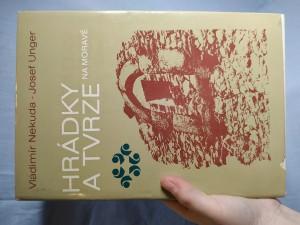 náhled knihy - Hrádky a tvrze na Moravě