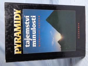náhled knihy - Pyramidy : tajemství minulosti