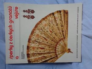 náhled knihy - Šperky z českých granátů a vějíře ze sbírek Moravské galérie v Brně : katalog výstavy, Brno 1982