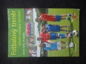 náhled knihy - Fotbalový trenér : základní průvodce tréninkem