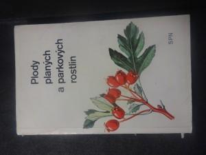 náhled knihy - Plody planých a parkových rostlin : kapesní atlas : pomocná kniha pro biologické zájmové kroužky na školách, v Domech pionýrů a mládeže a ve Stanicích mladých přírodovědců