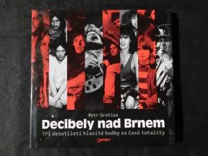 náhled knihy - Decibely nad Brnem : tři desetiletí hlasité hudby za časů totality