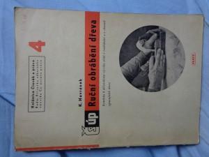 náhled knihy - Ruční obrábění dřeva : pomůcka k dílenskému výcviku učnů v truhlářství a v oborech zpracujících dřevo