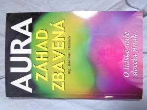 náhled knihy - Aura záhad zbavená