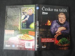 náhled knihy - Česko na talíři : více než 100 receptů české regionální kuchyně a několik mezinárodních specialit VIP hostů