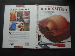 náhled knihy - Velká kniha keramiky : průvodce historií, materiály, vybavením a technikami ručního vytváření, vytáčení, výroby forem, vypalování výrobků v pecích a glazování hrnčířských výrobků a jiných keramických