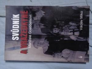 náhled knihy - Manželé Goebbelsovi: svůdník a vražedkyně