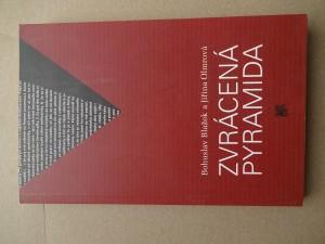 náhled knihy - Zvrácená pyramida : sociálně-ekologická studie konfliktu mezi pyramidovým schématem a občanskou společností