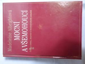 náhled knihy - Mocní a všemohoucí : úvahy o Bohu, Americe a mezinárodních vztazích