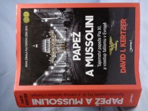 náhled knihy - Papež a Mussolini : tajemství papeže Pia XI. a vzestup fašismu v Evropě