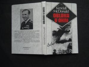 náhled knihy - Oblaka v ohni : [život letce-hrdiny Josefa Čapky]