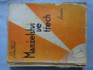 náhled knihy - Manželství ve třech: román