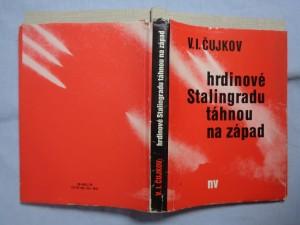 náhled knihy - Hrdinové Stalingradu táhnou na západ