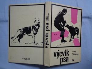 náhled knihy - Výcvik psa : výchova a výcvik psů služebních plemen