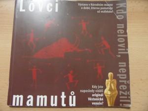 náhled knihy - Lovci mamutů - Kdo nelovil, nepřežil! : Výstava v Národním muzeu o době, kterou pamatuje už málokdo!
