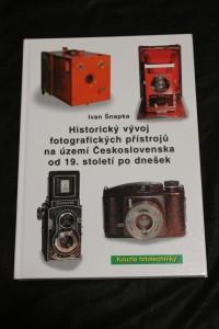 náhled knihy - Historický vývoj fotografických přístrojů na území Československa od 19. století po dnešek.